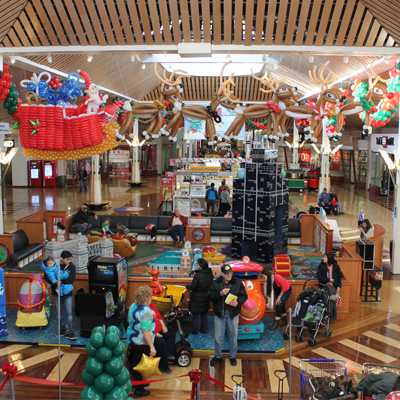 Overview of Gurnee Mills Mall Christmas Set
