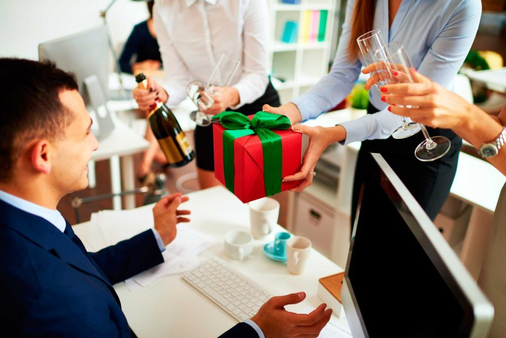 Gift-Giving Etiquette for the Holidays Reader\u0027s Digest