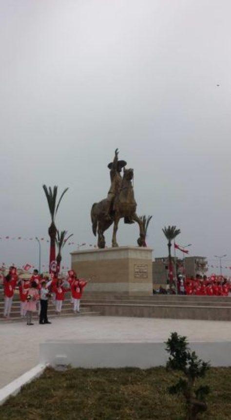 Monastir: la statue de Bourguiba dévoilée dans une ambiance festive Bourguibaaa