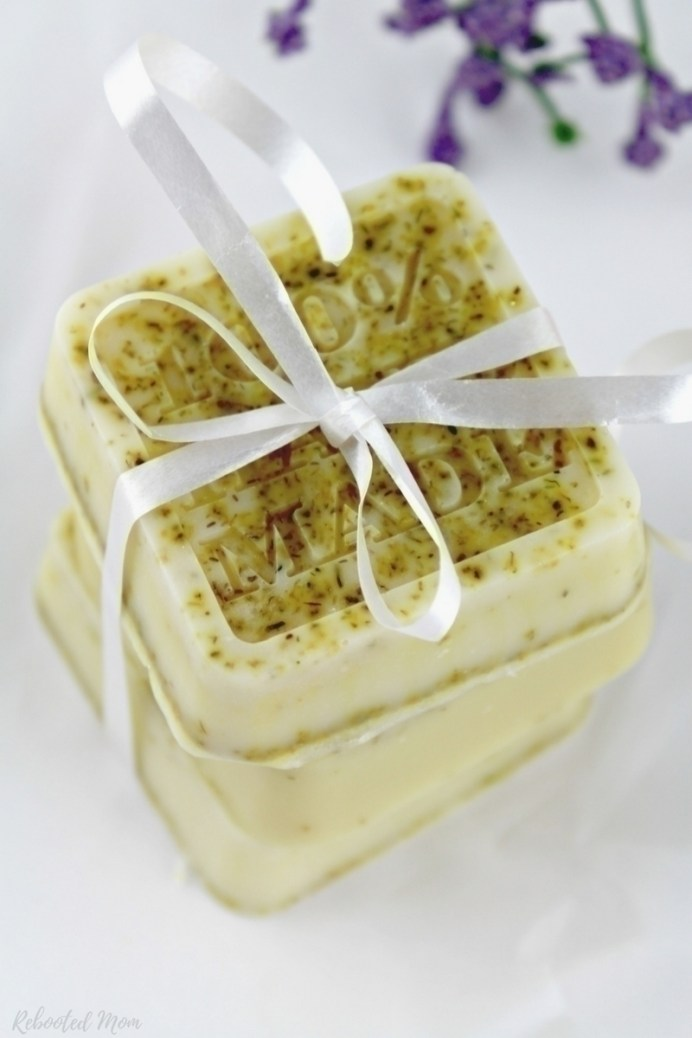 This Lavender Chamomile Soap is the perfect way to relax after a long day - whip up as gifts for Mother's Day or Teacher Appreciation & more.