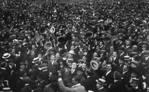 Brittains unified and cheering for the start of WWI