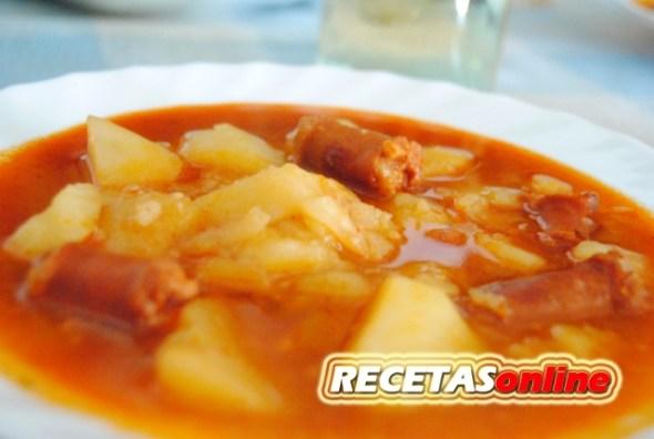 Patatas a la riojana con chistorra - Recetas de cocina RECETASonline