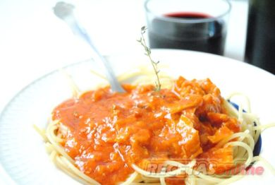 Espaguetis con bolognesa de atún al aroma de tomillo - Recetas de cocina RECETASonline