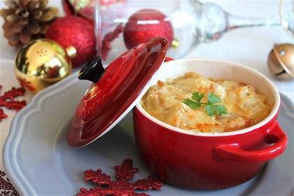 Sopa de cebolla con pan tostado y queso gratinado sin lactosa