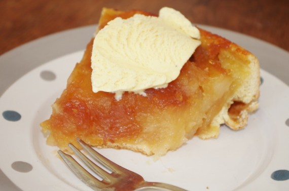 Tarte aux pommes accompagnée de glace à la vanille - Pâtisserie maison © par Fanny GRW - Recettes d'ici et d'ailleurs