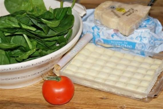 Bouillon de ravioles aux pousses d'épinards © Recettes d'ici et d'ailleurs