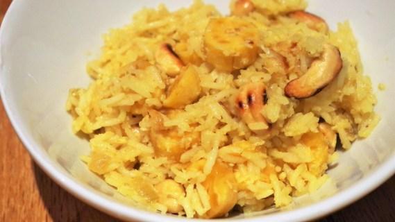 Riz safrané aux bananes, noix de cajou, fressinettes, coco et raisins secs - Cuisine indienne © Recettes d'ici et d'ailleurs