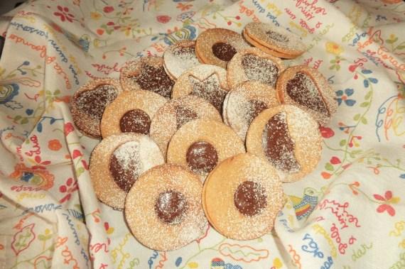 Biscuits sablés fourrés au chocolat par Claire