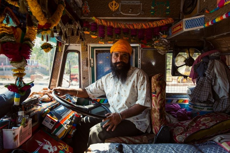 Indian Home Girl Wallpaper Horn Please The Colorful Band Of Indian Truck Drivers