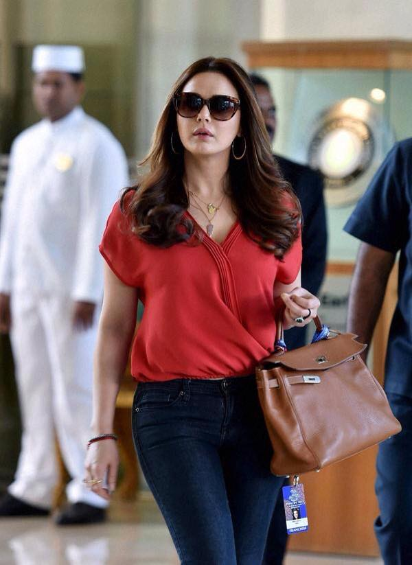Dimple Girl Wallpapers 24 Hot Photos Of Dimple Girl Quot Preity Zinta Quot Cutest Face