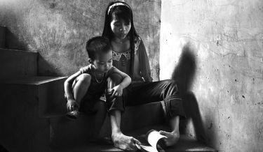 Vietnamese Girl, Nguyet, Vietnam, photography, girl without arm, war, agent orange, toxic chemicals, Nguyen Vu Phuoc, motivational, inspiring, bad effect