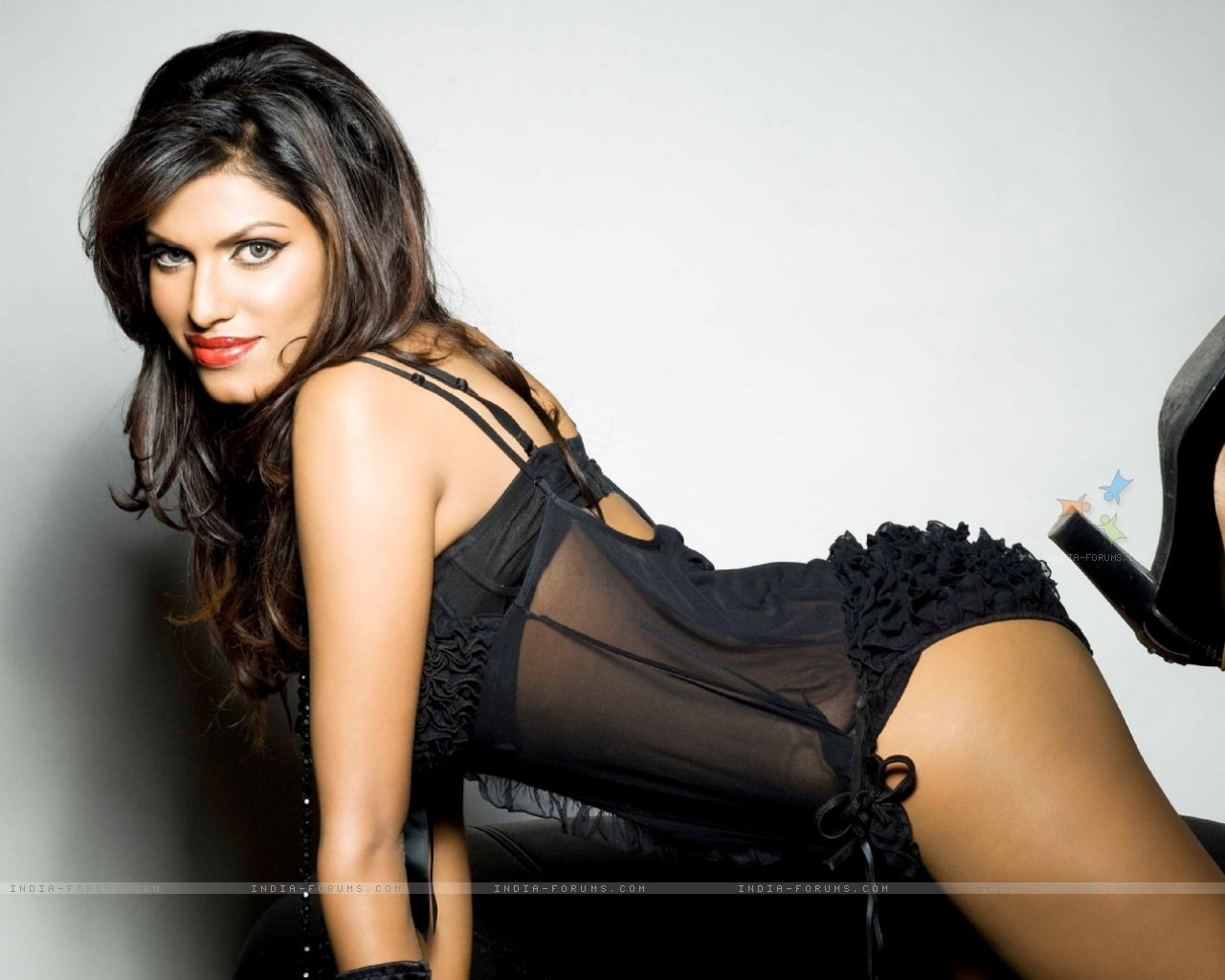 Top Punjabi Girl Wallpaper 15 Hot Amp Sizzling Photo S Of Gizele Thakral Kyaa Kool