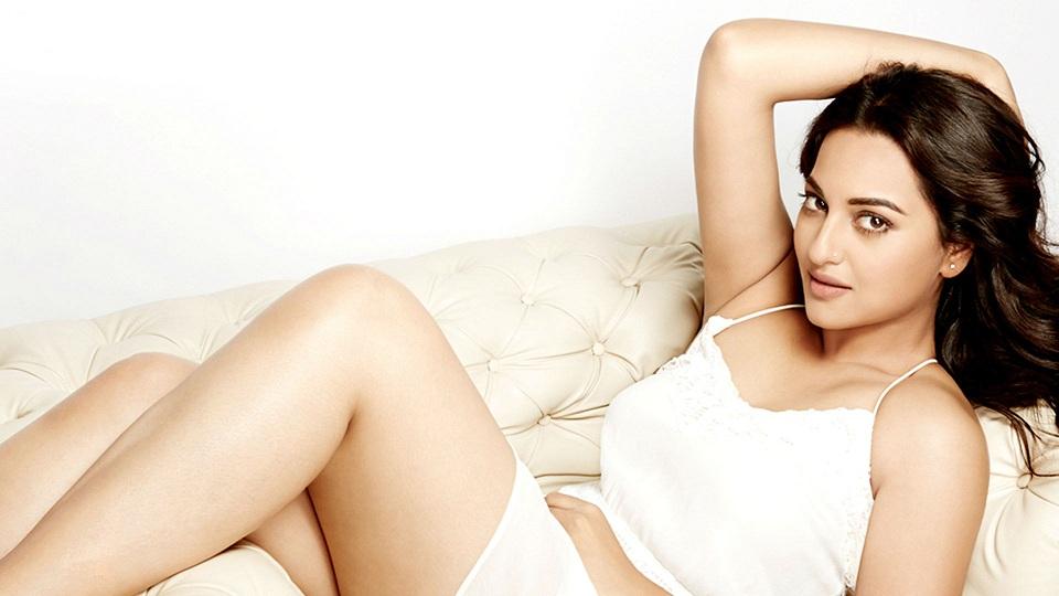 Shanvi Cute Hd Wallpapers 15 Cute Pics Of Hot Sonakshi Sinha Bollywood Actress