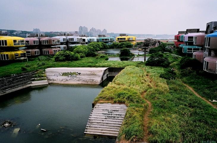 Opuszczone domy w mieście San Zhi na Tajwanie