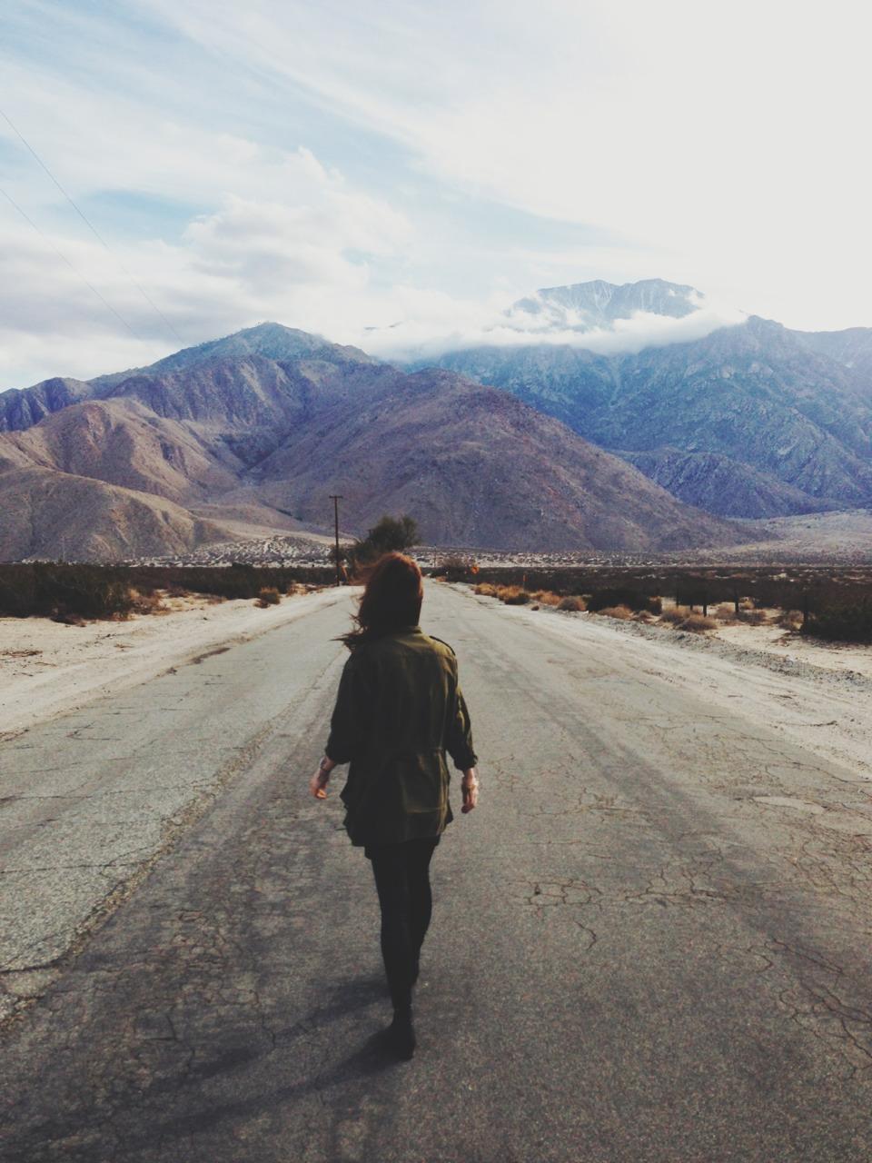 Girl Walking Alone Wallpaper 10 Cosas Que Debes Recordar Cuando Algo Anda Mal En Tu Vida
