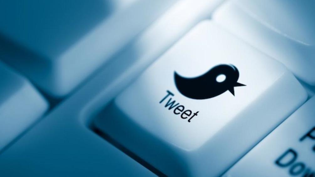 Как выборочно удалить несколько твитов из твиттера?