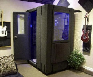 whisperroom2 small WhisperRoom   soundproof booth gives you screaming space