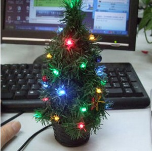 usbxmastree small USB Typing Xmas Tree   at least your fingers will know when its the right season