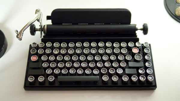 Qwerkywriter FrontView Qwerkywriter USB Typewriter   bring a touch of vintage to your modern machine