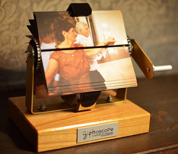 Giphoscope – turn your GIFs into a stylish flip book