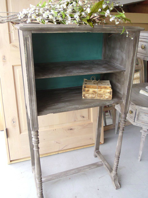 Upcycled-Bookshelf-Vintage-Street-Designs-12