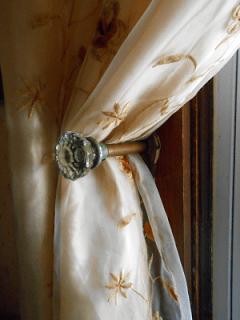 curtain tie back close 2 3