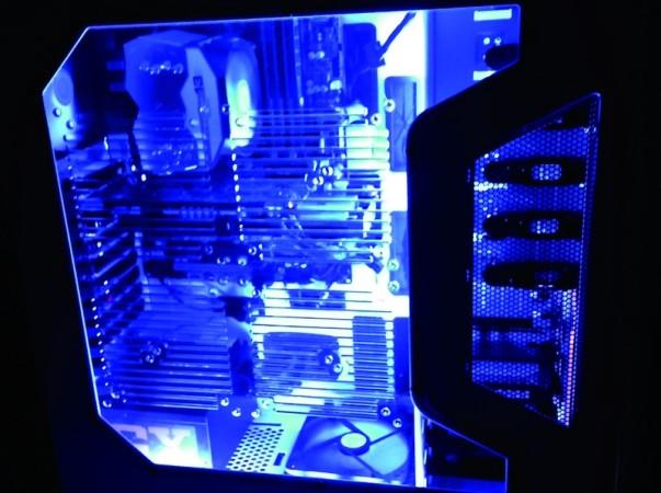 Los tubos de neón en el interior de vuestra Personal-Computer pueden alcanzar interesantes efectos ni bien apaguemos la luz ambiente.