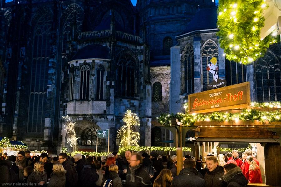 Becher Glühwein-Treff am Dom - Weihnachtsmarkt in Aachen