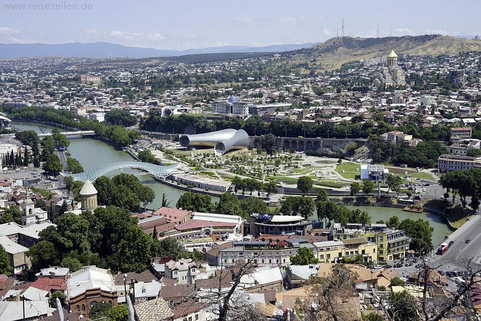 Georgien Tbilisi Blick über die Stadt