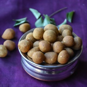 Spicy Curry leaves seedai / Crunchy Lentil Nuggets