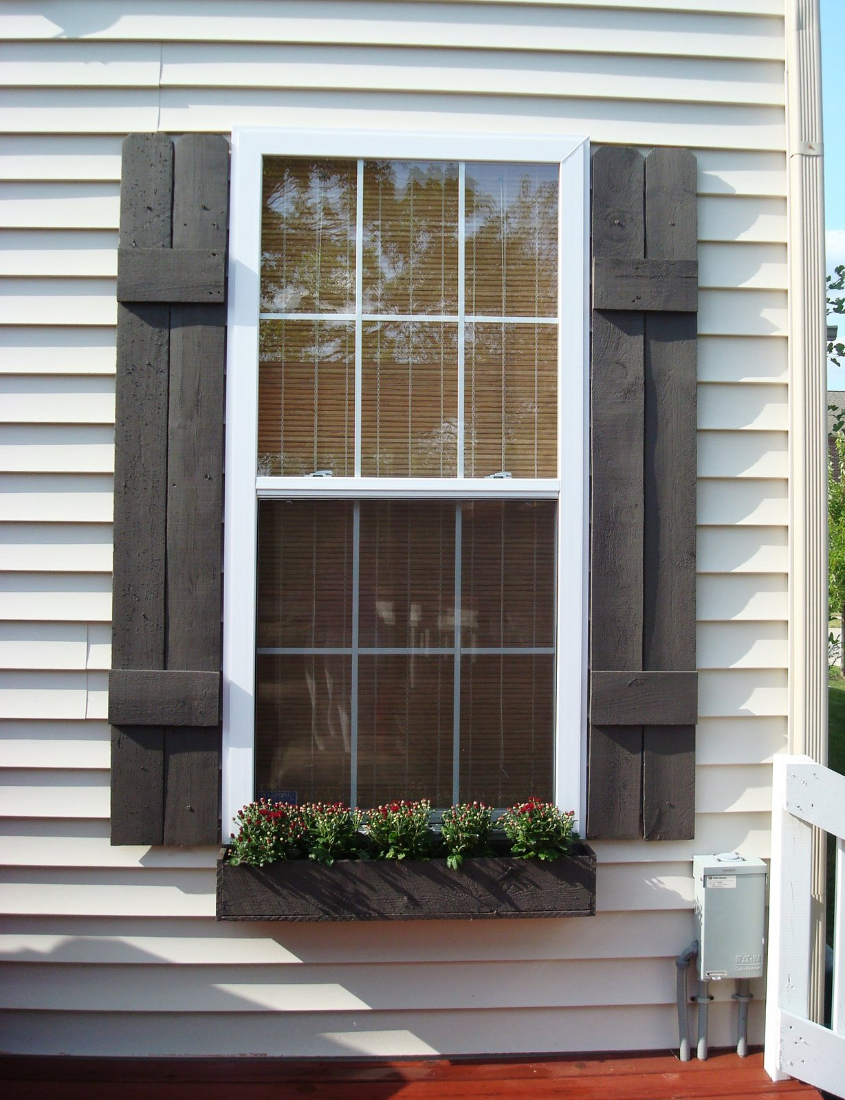 Exterior shutters how to build shutters and window boxes thrifty decor chick