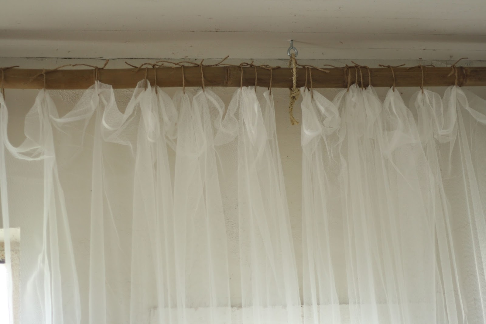 Primitive and proper jute rope and bamboo curtain hanging system via remodelaholic