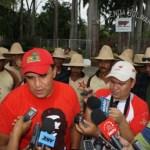 """El dueño del  fundo """"El Peonío"""" recibió al ministro Loyo quien tuvo la oportunidad de revisar las condiciones de las tierras y llegaron al acuerdo de terminar el proceso de la inspección técnica para tomar una determinación."""