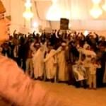 La televisión pública sólo ha emitido imágenes de Gadafi siendo aclamado.