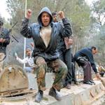 El movimiento anti Muamar Gadafi controla el este de Libia y avanza al sur y al oeste, mientras fuerzas leales al líder se atrincheran en Trípoli.