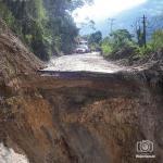 Las aguas arrasaron parte de la carretera principal deTovar, en el sector El Cacique del estado Mérida.