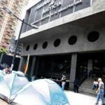 20 jóvenes pertenecientes al movimiento Juventud Activa Venezuela Unida (JAVU) se apostaron en carpas frente a la sede de la Dirección Ejecutiva de la Magistratura del TSJ