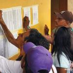 Familiares exigen que se publiquen las listas con los nombres de los muertos y los trasladados.