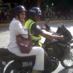 María Corina Machado fue custodiada por efectivos militares, mientras se calma a la turba violenta que la atacó.