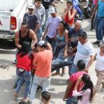 Los cadáveres fueron levantados por los mismos familiares, quienes los metieron en la furgoneta del Cicpc y se despidieron llorando desconsolados.