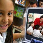 En la sección dedicada a los padres se proponen lecturas con sesgos políticos. La imagen de Chávez es una constante. Advierten que es una forma de ideologización.