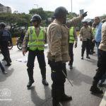 Testigos aseguran, que eran más de cincuenta policías de cada cuerpo los que se enfrentaron a golpes.