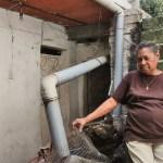 Rosa herrera construyó su casa al lado del rancho donde vivía, pero los inquilinos no quieren desocuparla.