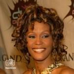 Murió la cantante y  actriz, Whitney Houston de 48 años; aún se desconocen las causas y el lugar de la muerte.