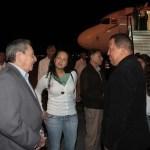 Chávez  es recibido por Raúl Castro en el aeropuerto José Martí de La Habana.