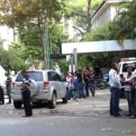 Familiares de Yojham Tupac Amarú Oliveira, se presentaron a la morgue en espera de la correspondiente autopsia..