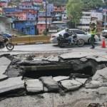 En la madrugada se levantó el asfalto por la presión del agua por falta de una política de mantenimiento.