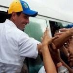 Henrique Capriles, durante su campaña el sábado en Santa Lucía, pueblo del estado Miranda.