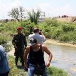 Efectivos del Ejército mantiene acordonado el muro. Familias de La Punta y Mata Redonda rechazan desalojo de sus hogares.