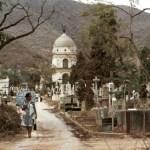 El mausoleo del ex presidente Joaquin Crespo, al fondo, fue restaurado luego de su saqueo en 1998 en el centenario de su muerte.